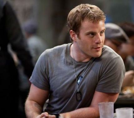 Rob Kazinsky reminds of the young Chris Meloni